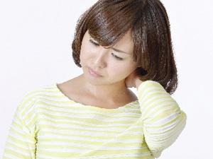 朝起きたら首が変な方向に曲がっていて痛い首が左右に動かしにくくなった。痛みがあるなどといった首の痛み・寝違えでお悩みの方は、初期治療が肝心ですので直ぐにお問い合わせください。自力でなんとかして首を戻そうとすると、余計に痛みが増してしまい、回復に時間がかかりますので絶対におやめください。首は頭を支える大切な部分ですので、初期治療を間違えると大変な事になります。日常生活にも支障を及ぼす様な痛みや腫れは当院におまかせください。